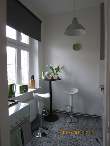 charming apartment - 20 min to Alex - Berlín - Departamento