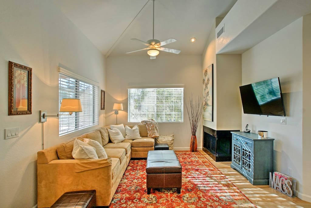 Suitable for up to 4 travelers, this condo is within walking distance of the Estate Club and the Hyatt Regency Golf Course.