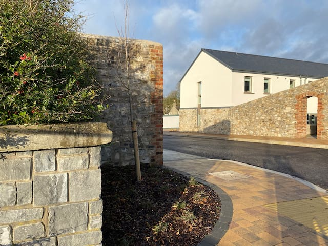 Orchard Village, House 2 -Tankardstown 5 mins away