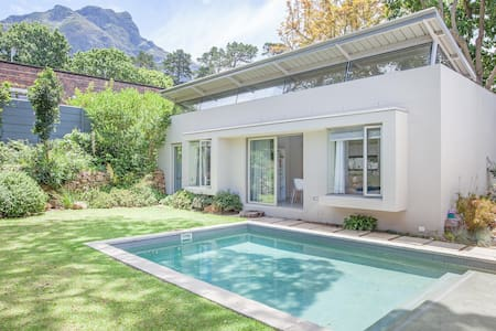 Hilltop Garden Cottage  - Kaapstad