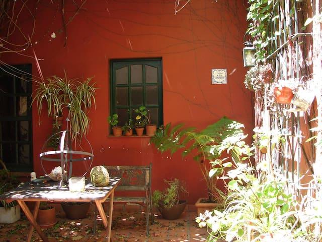 Habitación privada en hermosa casa de Zona Norte