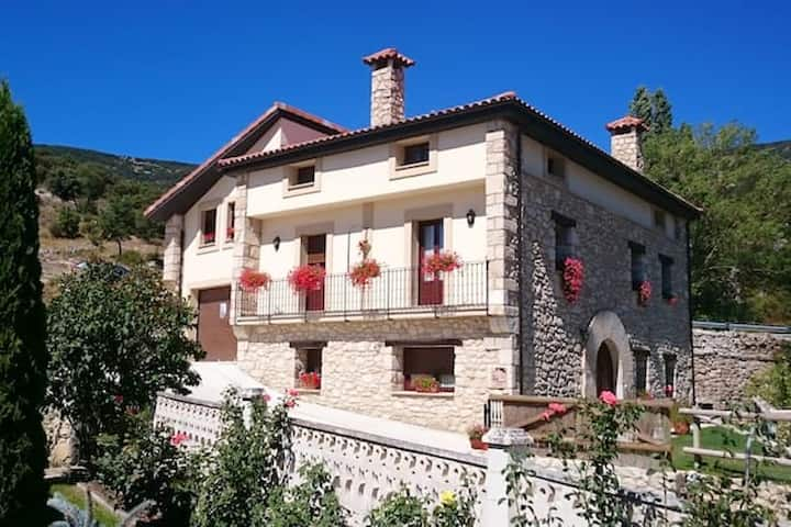 House with 5 bedrooms in Merindad de Valdivielso, with wonderful mountain view, enclosed garden and WiFi - 50 km from the slopes