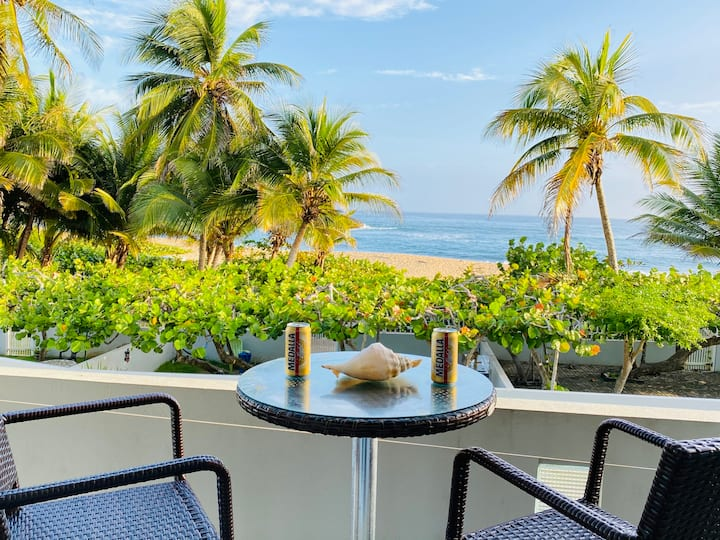 Amazing Beachfront Condo Private access to Beach