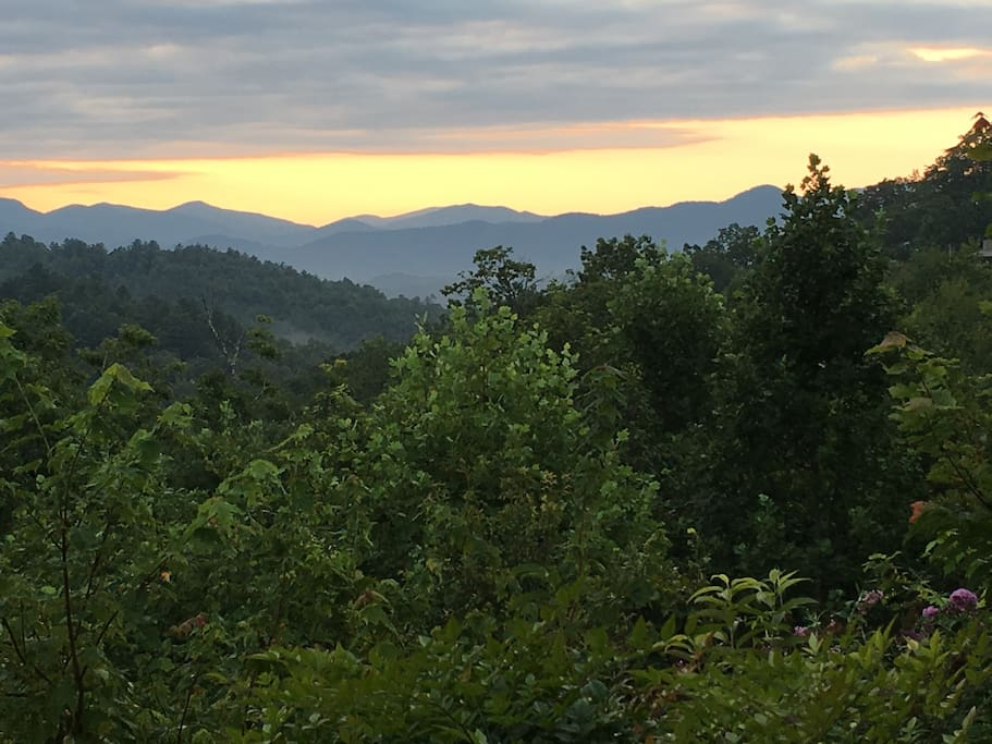 The best sunrise & sunset in the Smokey Mountains.