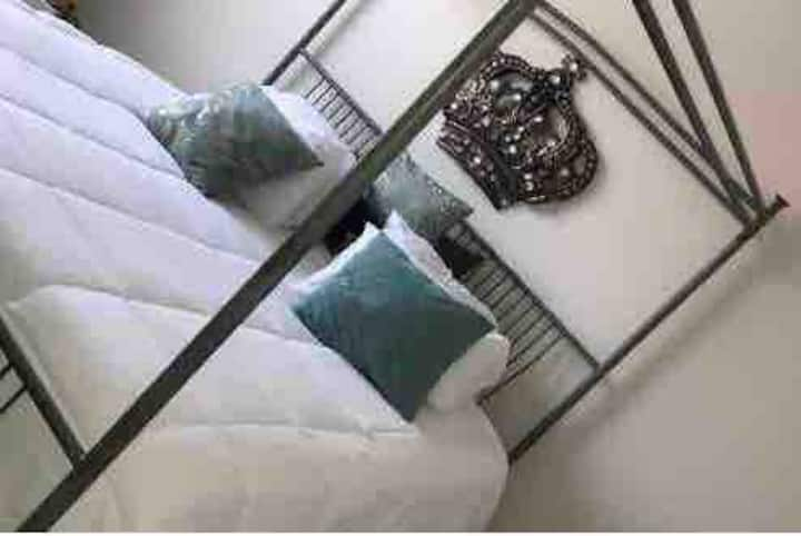 ⭐️Book the little nook⭐️ king Bed, private bathroom