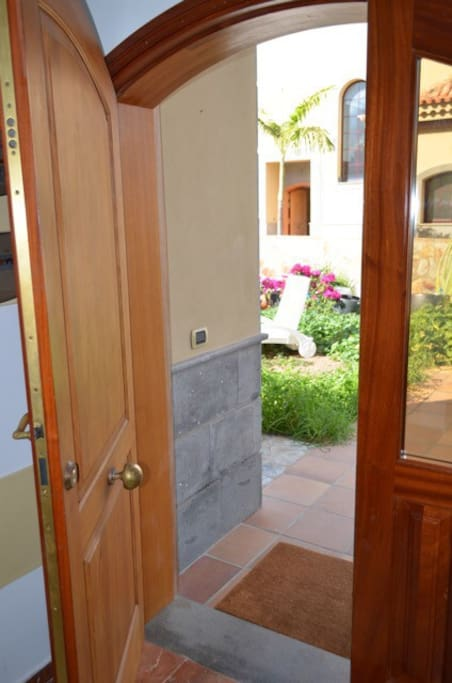 El Jardín privado al salir de la casa