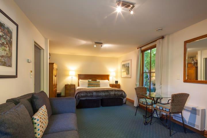 Arrowtown Boutique Hotel DeluxeRoom - Arrowtown - Bed & Breakfast