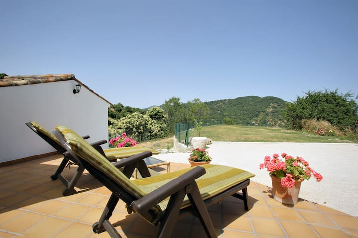 Villa Evelyn. Perfect for 2. Fully equiped. Nature