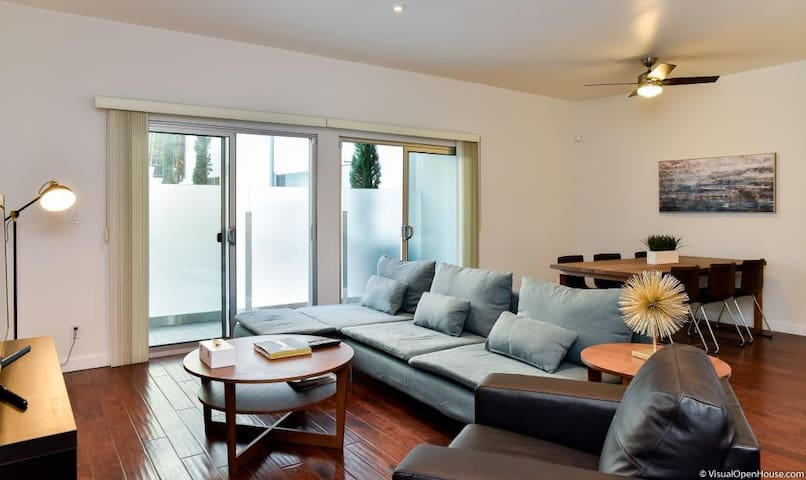 Modern and Comfortable 2bed/2bath in Century City