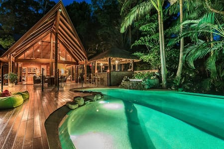 Luxury room overlooking forest with spa & balcony - 努沙岬(Noosa Heads)