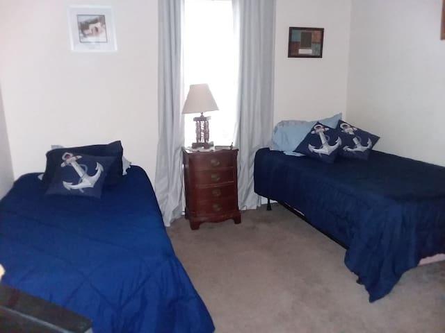 Room Near Beautiful Willow Lake