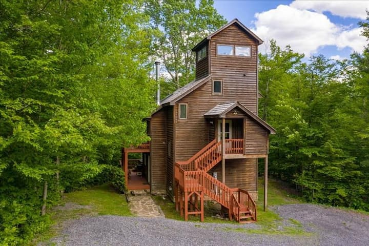 Centrally Located to all winter attractions! Adorable!  NP70