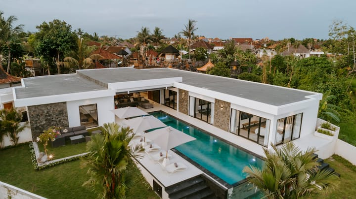 Amazing 4BR Villa in Cemagi, next to Canggu