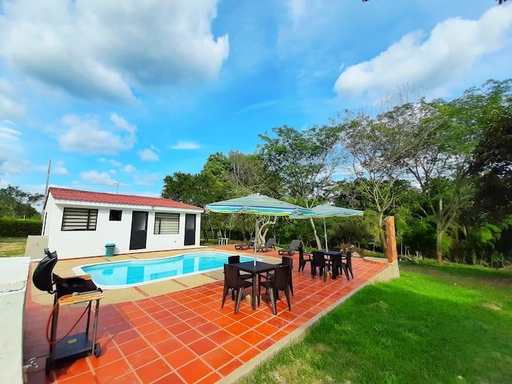 Casa campestre con piscina Carmen de Apicala Tol