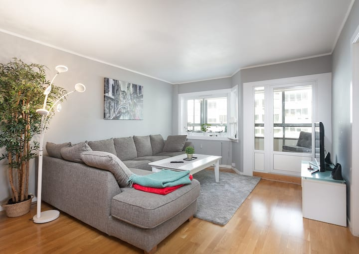 Big apartment with 3 bedrooms and parking space.