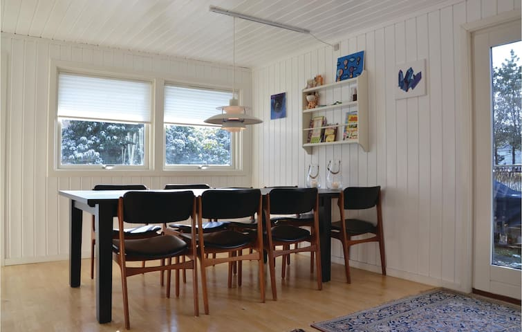 Holiday cottage with 3 bedrooms on 72 m² in Græsted