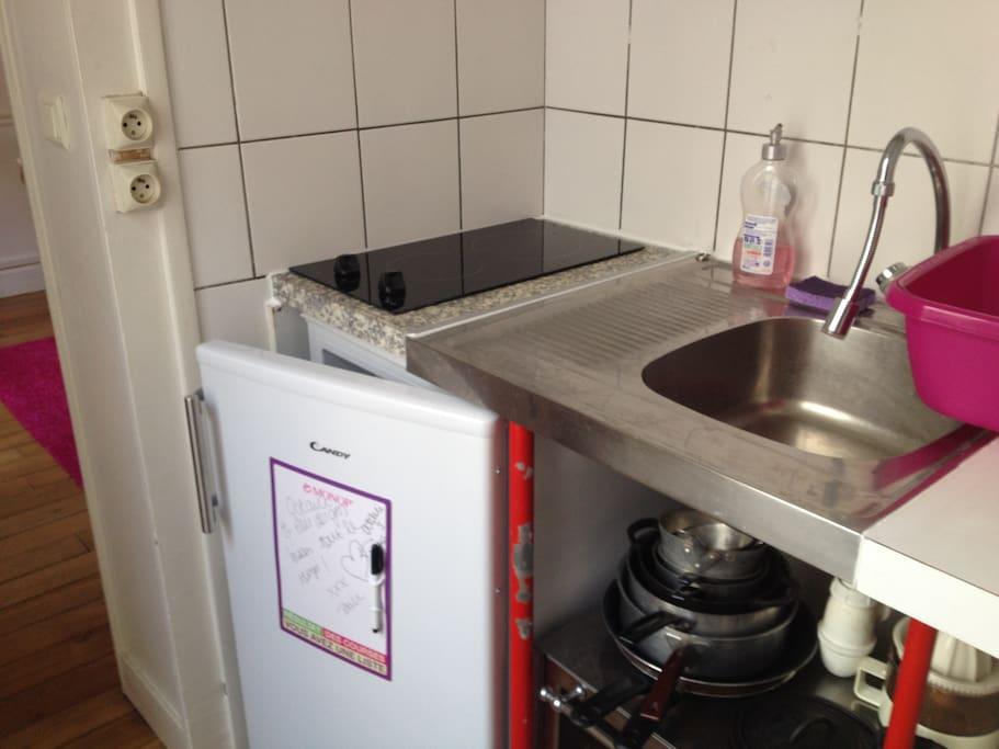 Cuisinette avec four/micro-ondes et frigo