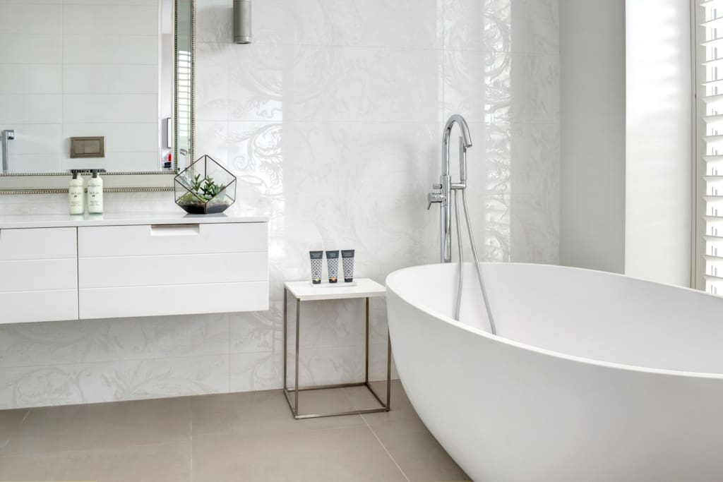 Stunning soaking tub and high end bath products.
