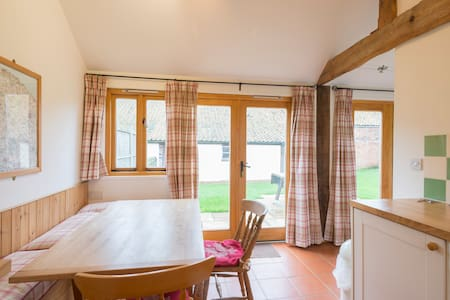 Modern eco-cottage near Aylsham (Kingfisher) - Burgh - Casa