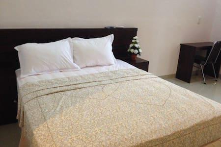 Home Stay (Dyana Hotel)-Medan - Kota Medan - Bed & Breakfast