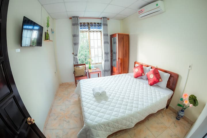 Room 2 -Double room with view and private bathroom