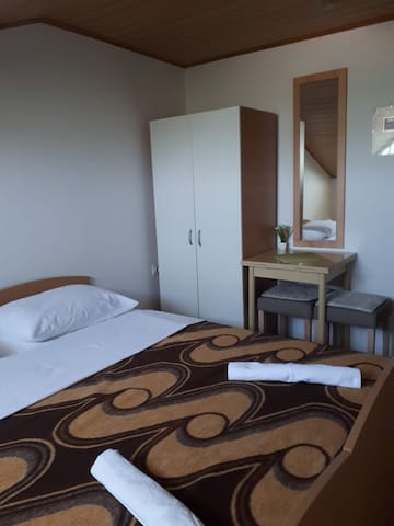 Room and kitchen for 2  near NP and beach BUBA