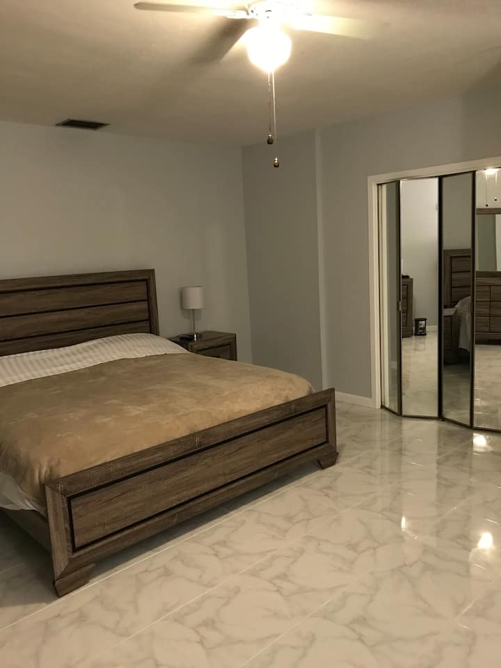 Boca East - Lg. Room, private bath, private entry
