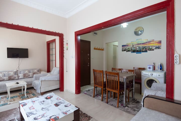 Cozy and Cheap apt. in Hagia Sophia near the sea.