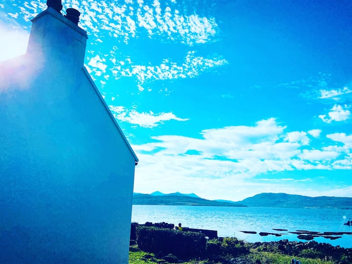 Carnmhor, Skye - Scenic Cottage with its own shore