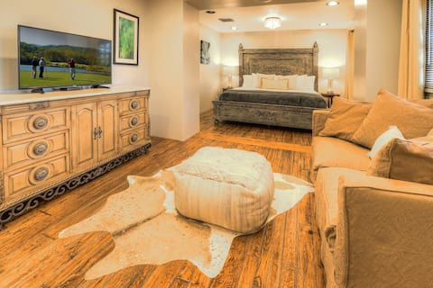 Elegant 2 Bedroom Suite in heart of Old Town