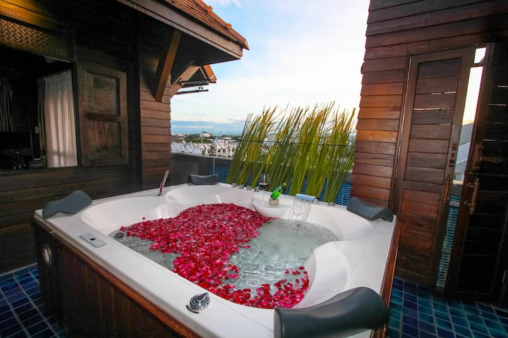1.Lanna Jacuzzi Suite 2-Free transfer Include ABF