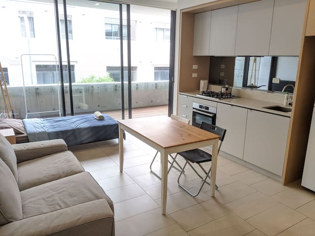 1Bedroom1Bathroom. Close to CBD/UNSW/FISHMARKET.
