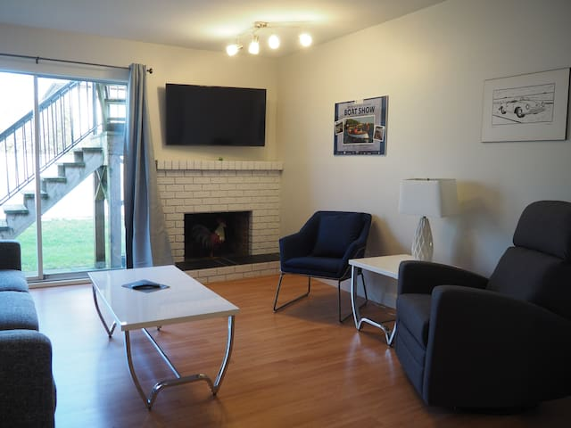 South Hill Suite: 2 bedrooms, parking, laundry