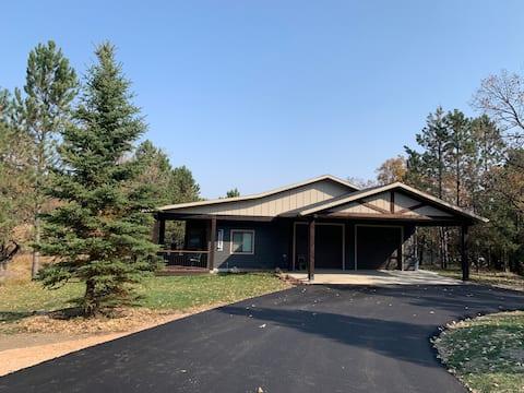 Six Gun Lodge, very private on 80 acre tree farm