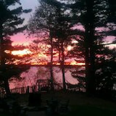 """Lakeside Cedar Cabins #3- """"Auldunroamin"""""""