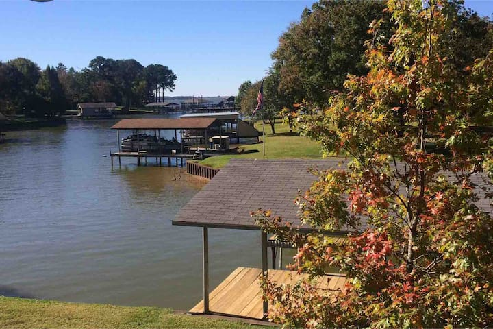 Peaceful Waterfront Home on Cedar Creek Lake