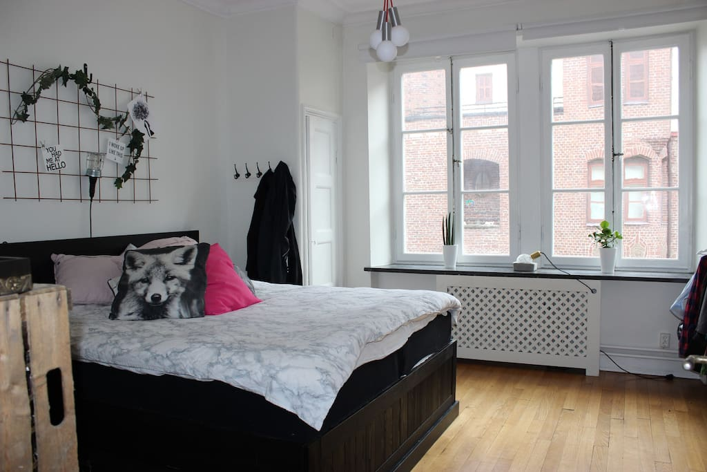 Bedroom with room for 2