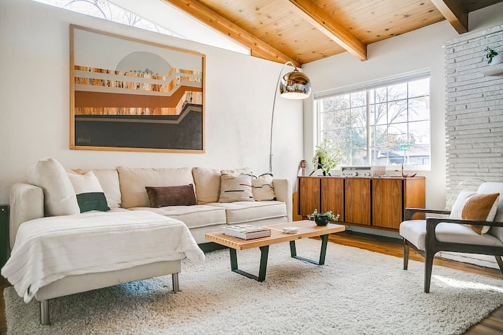 #HabitueHomes - The Mid-Century Marvel at Edgewater