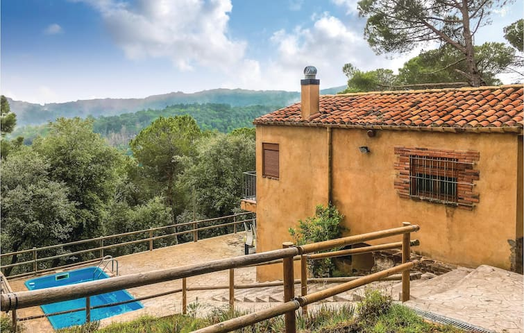 Holiday cottage with 3 bedrooms on 58 m² in Santa Pellaia