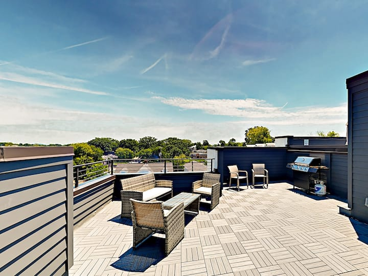 All-Suite Retreat with Rooftop Deck & Pergola