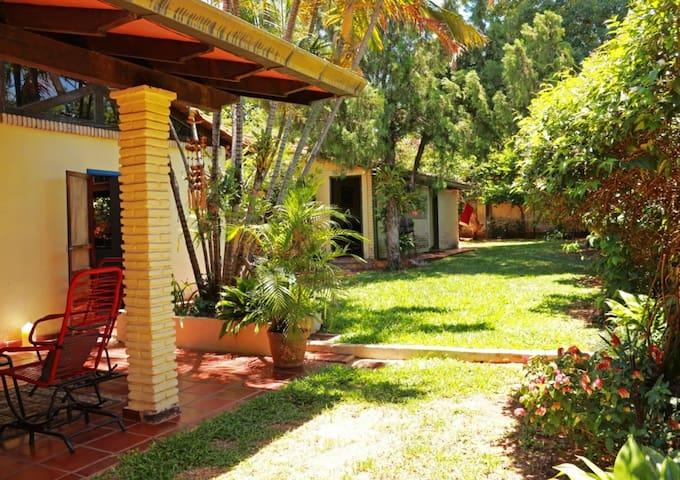 Nostalgic, spacious & independent room in Asuncion