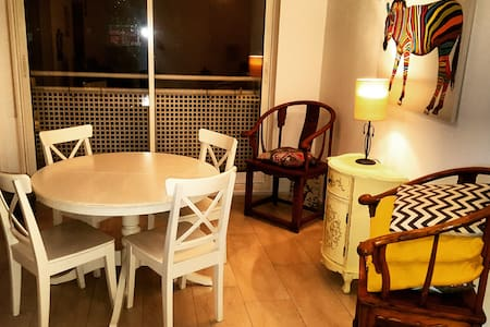 Chic and Cozy Eurotowers Apt - Gibraltar - Appartement