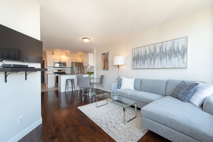 Downtown Gem - Jr 2 Bedroom Suite with Parking(E4)