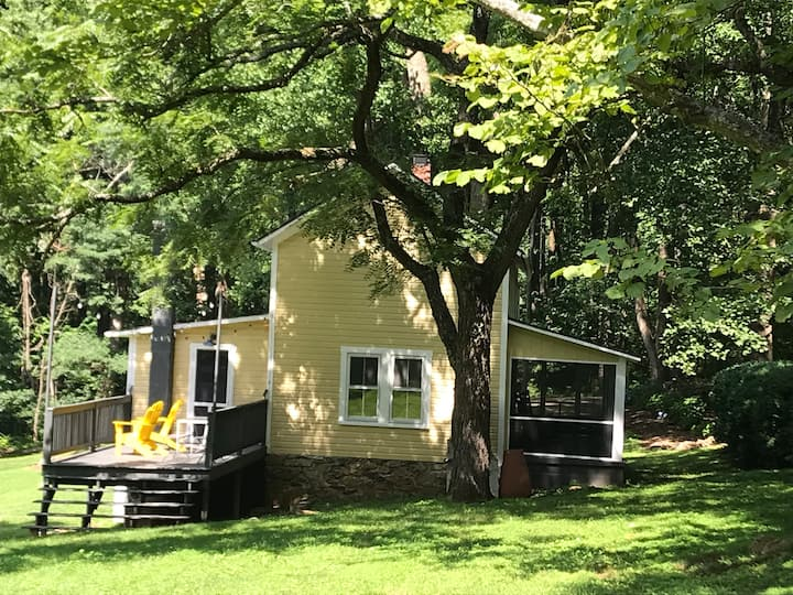 Historic Mountain  Cottage at Blue Ridge Overlook