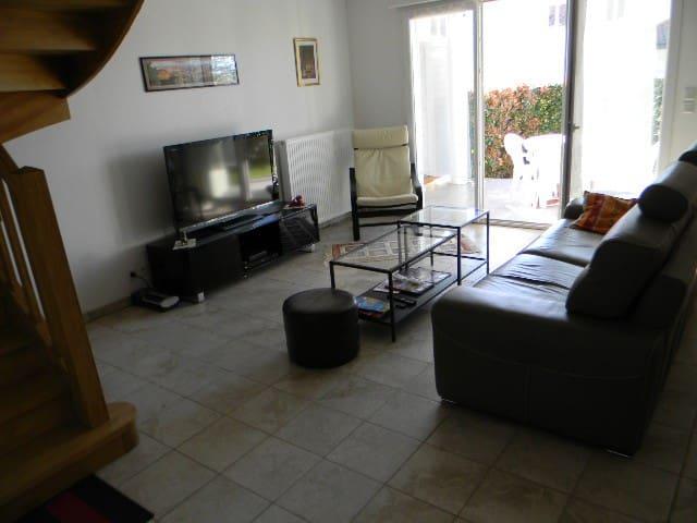 Maison duplex 3 chbs, 5 km mer - Ascain - House
