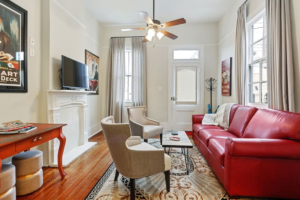 Marigny home's comfortable living room with flat screen cable tv.
