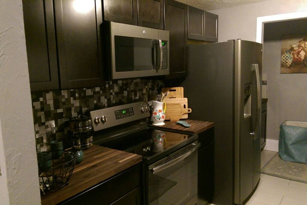 Beautiful fully equipped kitchen with solid oak, and granite countertops.