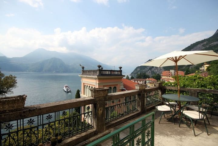 Villa Guardini Art Deco Villa with amazing lake view in Varenna - Varenna  - วิลล่า