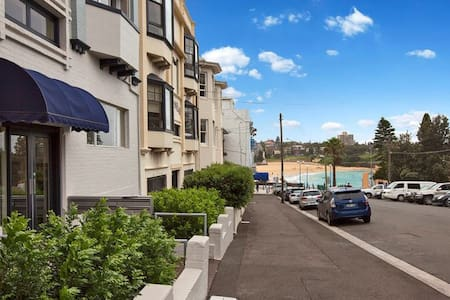 Private Room, in 2bdrm Basic Beachside Apartment - Coogee