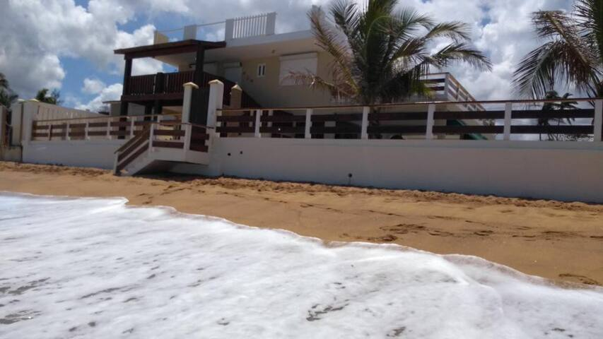 Direct access to the beach from the back of the house applies in months from March through September.